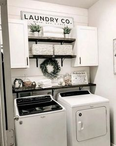 Below are the Farmhouse Laundry Room Storage Decoration Ideas. This post about Farmhouse Laundry Room Storage Decoration Ideas was posted … Room Renovation, Laundry Mud Room, Room Makeover, Room Remodeling, Laundy Room, Room Diy, Laundry Room Organization Storage, Laundry Room Renovation