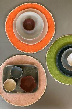 Das schöne Steinzeug-Geschirr von Jars wird nach traditioneller Handwerkskunst hergestellt. Der Mix aus modernen Formen und frischen Farben in matt und glänzend machen es zum besonderen Blickfang. Palette, Jar, Plates, Tableware, Nice Asses, Licence Plates, Dishes, Dinnerware, Griddles