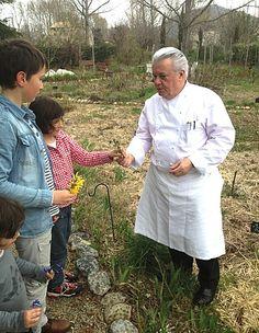 Jany Gleize dans son jardin et mes enfants