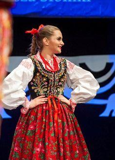 Traditional Fashion, Traditional Dresses, Polish Embroidery, Polish Clothing, Broadway Costumes, Polish Folk Art, Ukraine, Costumes Around The World, Folk Costume