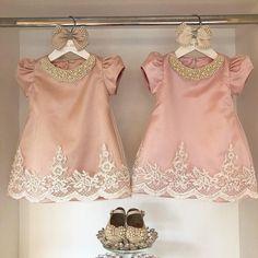 Tem Rosa chá e Rosa bebê. Qual vcs preferem? 💕 . . . Fale conosco ☺️ 🎀 Gleicy 062 992859097 🎀 Cristiane 062 995030926 🎀 Bruna 062 999572822 🎀 www.viafloraforgirls.com.br ou click na Bio. 🎀International Assistance 🇺🇸+5562993191881 (worldwide shipping🌎) . . . . #festamenina #vestidodefesta #vestidodemenina #vestidodeprincesa #girl #itgirl #festaumano #primeiroaniversario #festadeprincesa #girlsparty #girlsdresses #modaparameninas #viafloraforgirls