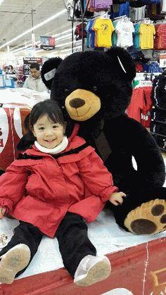 Ximena con su amigo el oso