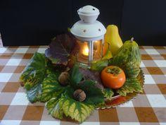Decoração do Halloween e do outono para uma sala de jantar.