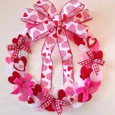 Valentine's Felt Wreath Craftsbybeba.etsy.com #etsyseller #etsylover #etsyfollowers #craftyworld #love #Valentinedecor #feltworld #feltyme #etsyshop #etsy #valentinewreath #valentino #valentineday #loveisintheair by craftsbybeba