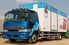 Penguin truck Hino by maximira on DeviantArt