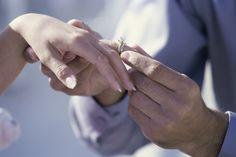 Policial pede namorada em casamento durante cerimônia de graduação