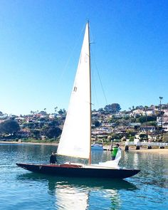 @laviedethree    Figured we would #beattheheat by going out for a sail on the bay. This old #wooden #classic has been in our family for generations and I can't think of a better place to be on this glorious sunny #sandiego day ☀️⛵️