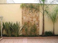 Mirian Decor: Jardim para Muros Internos e de Fachadas Back Gardens, Small Gardens, Outdoor Gardens, Backyard Guest Houses, Backyard Garden Design, Tropical Landscaping, Outdoor Landscaping, Garden Whimsy, Garden Inspiration