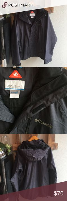 Men's Columbia Jacket Size L Excellent condition. Used sparingly for 1 season. We LOVE jackets in the PNW and have too many to love at a time. Price is FIRM.   FEATURES (From Columbia) Lightweight warmth meets waterproof breathability on this performance hooded shell built for cold, wet conditions—featuring Omni-Heat thermal reflective lining that reflects and retains the warmth your body generates, a fully seam sealed Omni-Tech® construction to shield you from rain and snow, and a removable…