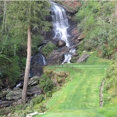 An amazing golf course in North Carolina with a great waterfall backdrop. Famous Golf Courses, Public Golf Courses, St Andrews Golf, Augusta Golf, Coeur D Alene Resort, Golf Course Reviews, Coeur D'alene, Waterfall, Places To Visit