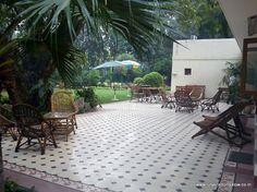 Shady lawns at Lutyens Bungalow homestay, Delhi