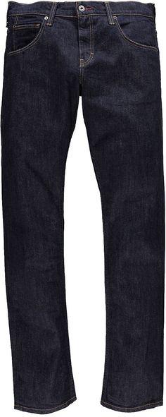 Bequem geschnittene Jeans, mit einer etwas höheren Leibhöhe und ist im Beinverlauf eingestellt. Sie hat aufgesetzte Gesäßtaschen und einen Reißverschluss. 99 % Baumwolle, 1 % Elasthan....