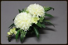 Grabdekoration,Grabgestecke,Grabschmuck Fall Home Decor, Autumn Home, Wedding Centerpieces, Wedding Bouquets, Square Glass Vase, Rose Arrangements, Funeral Flowers, Green Rooms, Arte Floral