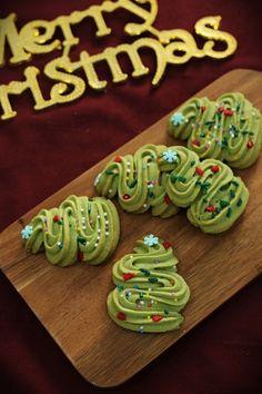 + 트리쿠키 / 말차트리쿠키 / 크리스마스쿠키 / 말차쿠키 / 크리스마스베이킹 w.베이킹팜 : 네이버 블로그 Matcha Cookies, Galletas Cookies, Cute Cookies, Types Of Cakes, Cookie Box, Dessert Decoration, Winter Food, Christmas Cookies, Cookie Recipes