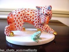 HEREND HAND PAINTED PORCELAIN SCOTTIE TERRIER WITH FROG FIGURINE, DOG IN RUST & FROG IN GREEN FISHNET, W GOLD ACCENTS.