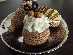 HaakYdee: Finale - Crochet along petit fours Crochet Cake, Crochet Fruit, Crochet Food, Crochet Crafts, Knit Crochet, Crochet Ideas, Felt Food, Play Food, Chrochet