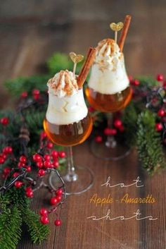 Apfel Amaretto hot apple amaretto shot - scroll to bottom for English recipe.hot apple amaretto shot - scroll to bottom for English recipe. Drink Menu, Food And Drink, Drink Bar, Amaretto Drinks, Cocktail Amaretto, Alcoholic Cocktails, Cupcakes Decorados, Cheesecake Cupcakes, Diy Crafts