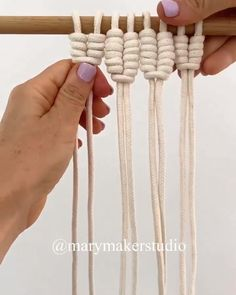 AMAZING CRAFT You are in the right place about crochet handbags Here we offer you the most beautiful pictures about the crochet keychain you. Macrame Design, Macrame Art, Macrame Projects, Macrame Wall Hanging Patterns, Macrame Patterns, Diy Crafts Hacks, Rope Crafts, Art Macramé, Creative Ideas