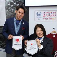 高橋大輔、コラボグッズに興味津々…東京2020ライセンス商品ショールーム