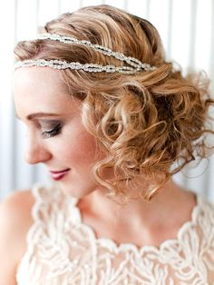 Bride's short curls Gatsby inspired hair jewelry bridal hair ideas Toni Kami Wedding Hairstyles ♥❸