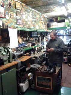 A cobbler in Pitigliano. #maremma #tuscany #tradizioni #traditions #personaggi #personality