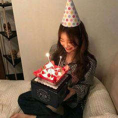 hey babies where r u guys from? Mode Ulzzang, Ulzzang Korean Girl, Cute Korean Girl, Ulzzang Couple, Asian Girl, Birthday Girl Pictures, Birthday Photos, Girl Birthday, Korean Best Friends