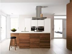 Fitted kitchen with island B1 | Wood veneer kitchen - Bulthaup