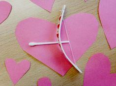 Valentijnsdag. De dag waarop je extra lief bent voor degenen van wie je houdt. Laat je leerlingen voor Cupido spelen en een eigen liefdespijl en -boog maken. http://www.biologieplusschool.nl/nieuws/doen/cupido-spelen