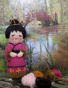 Knitting Pattern for a Kokeshi Doll If you read my last post you might be wondering if I managed to finish the 'little something' I was knitting in clematis coloured wool. Well, yes I did and you'll find out just what it was if you continue. Knitting Dolls Free Patterns, Knitted Dolls Free, Crochet Dolls, Knitting For Charity, Knitting For Kids, Loom Knitting, Free Knitting, Yarn Projects, Knitting Projects