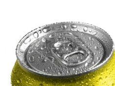 7572782-closeup-of-soda-or-pop-can-with-drops-of-water-for-fresshness.jpg (400×300)