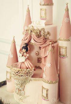 Castle Cake - cake by Kek Couture - CakesDecor Disney Themed Cakes, Disney Cakes, Castle Birthday Cakes, Castle Cakes, Disney Castle Cake, Princess Theme Birthday, Princess Party, Romeo Y Julieta, Paris Cakes