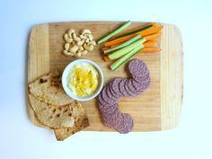 Espectacular queso crema de castañas de cajú de www.thesimplelife.cl // Muy buena idea para un aperitivo!
