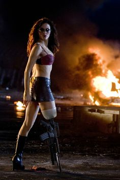Rose McGowan in Planet Terror (2007) Rose Mcgowan, Zombie Movies, Scary Movies, Ghost Movies, Planet Terror, Freddy Rodriguez, Zombie Gifts, Death Proof, Best Zombie