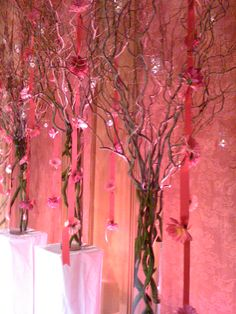 Curly willow make a contemporary backdrop for this wedding ceremony.    www.helenolivia.com