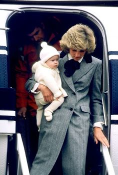 1985-03-22 Diana and Harry arrive at Aberdeen Airport