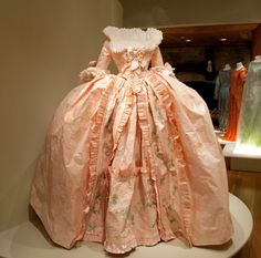 Prêt-à-Papier or Couture Paper: The Exquisite Art of Isabelle de Borchgrave