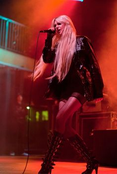 Taylor-Momsen-Performance-In-Concert-At-Crofoot-Ball-Room-In-Pontiac-Michigan