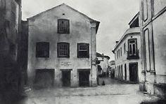 Extremo norte da antiga R. Loureiro, entre a Câmara e o Teatro Aveirense. Em frente, a parte demolida da casa de J. Estêvão (Aveiro e o seu Distrito, 1905) Painting, Laurus Nobilis, Home, Norte, Theater, Painting Art, Paintings