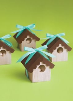 These bird house favor boxes are the cutest thing! Just fill with favors, and close the roof Bird Party, Cute Box, Bird Theme, House Gifts, Paper Crafts, Diy Crafts, Craft Box, Favor Boxes, Gift Boxes