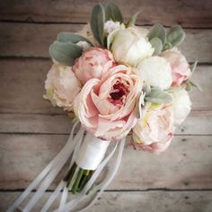 Repérés sur Pinterest: les 30 bouquets de mariée les plus jolis - Les tons pastel se mixent allègrement avec le vert et le blanc. © Pinterest Etsy