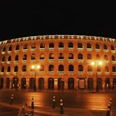 #vacation #valencia #españa #spain #bullfights #arena Valencia, Louvre, Vacation, Building, Instagram Posts, Travel, Vacations, Viajes, Buildings