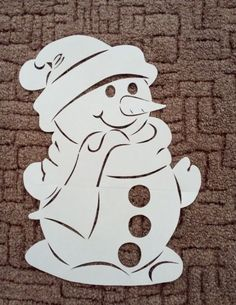Вытынанки на Новый год 2019: шаблоны для распечатывания формата А4 Retro Christmas Decorations, Christmas Yard Art, Stained Glass Christmas, Christmas Crafts For Gifts, Christmas Wood, Christmas Activities, Christmas Signs, Kids Christmas, Cardboard Crafts