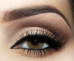 statement eye- soft glam with a thick liner to make the hazel coloured eye POP