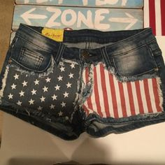 Jean shorts distressed size 28, Jean shorts distressed size 28, fabric is 97% cotton and 3 % spandex, inseam is 2 inches , rise from the seam at the crotch to waist is 7.5 inches. Machine Shorts Jean Shorts