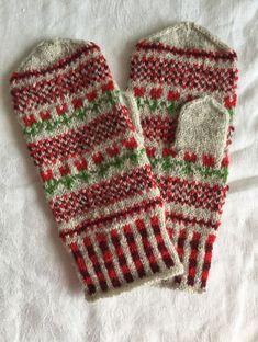 Vanten Tulpan – Dela dina vantar! Fingerless Mittens, Knit Mittens, Knitted Gloves, Knitting Socks, Hand Knitting, Knitting Patterns, Pixel Crochet, Knit Crochet, Fabric Yarn