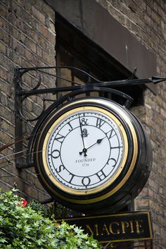 Clock outside The Magpie, New Street, E1