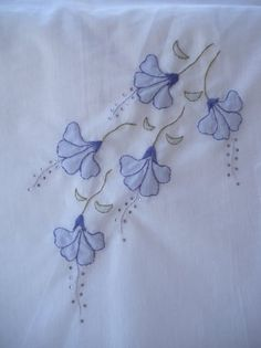 38 Ideas embroidery tutorial shadow for 2019 Embroidery Flowers Pattern, Flower Embroidery Designs, Embroidery Patterns Free, Hand Embroidery Stitches, Silk Ribbon Embroidery, Embroidery Applique, Machine Embroidery Designs, Embroidery On Clothes, Embroidery Works