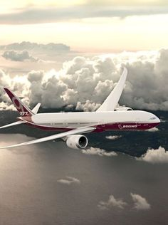 Boeing has just begun working on a new aircraft, inspired by the 787 Dreamliner (have you seen the inside of the world's very first Boeing private jet? New Aircraft, Passenger Aircraft, Military Aircraft, Aircraft Photos, Boeing 777x, Ala Delta, Helicopter Cockpit, Fly Air, Civil Aviation