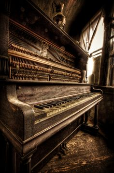 Nothing much more beautiful and peaceful than a used, loved piano in a quiet corner. Oh to think of the decades of music played on this piano. Sound Of Music, Music Is Life, Pop Music, Vieux Pianos, Band Poster, The Piano, Grand Piano, Old Pianos, Foto Art