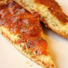 Roasted garlic pizza You'll start making this (at least the pizza dough) regularly. Easiest Pizza Dough In The World Best Pizza Dough, Good Pizza, Pizza Pizza, Quick Pizza, Garlic Pizza, Garlic Chicken, Great Recipes, Favorite Recipes, Delicious Recipes